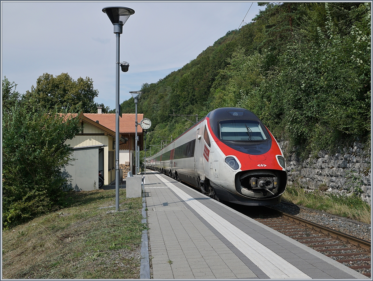 The EC 52 from Milano to Frankfurt in Rümlingen (Alte Hauenstein Line)