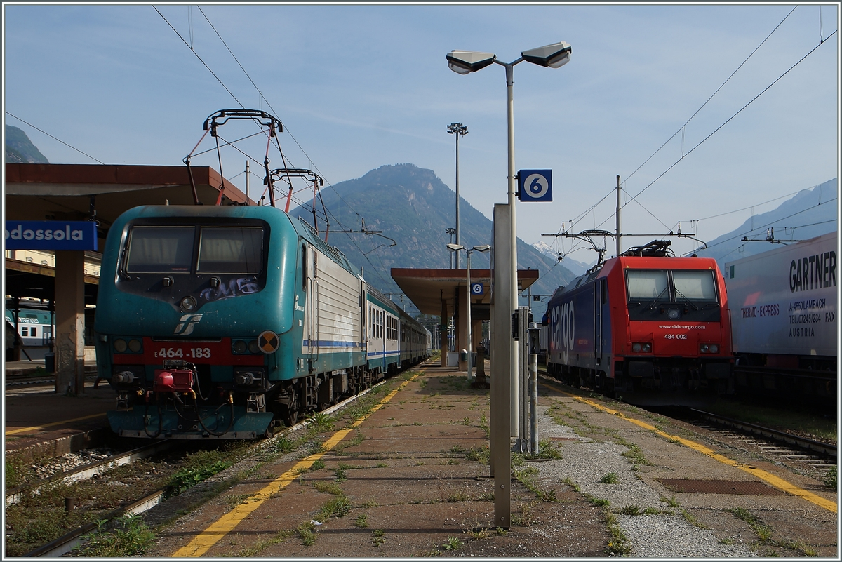 The FS 464 183 and teh SBB Re 484 002 in Domodossola.