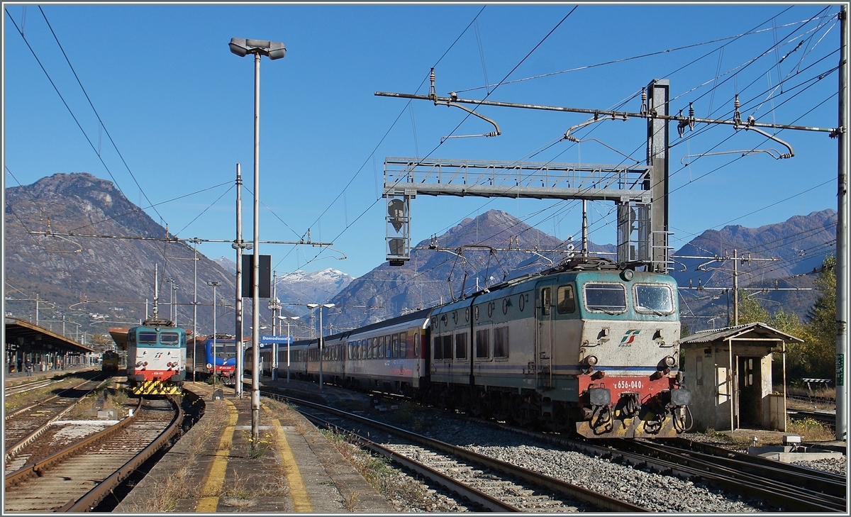 The FS 656 040 is leaving Domodossola with a Expo Milano 2015 Service.