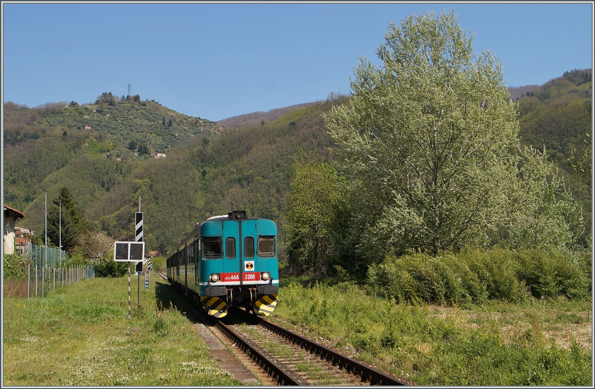 The FS ALn 668 3200 in Borgo a Monzzano.
