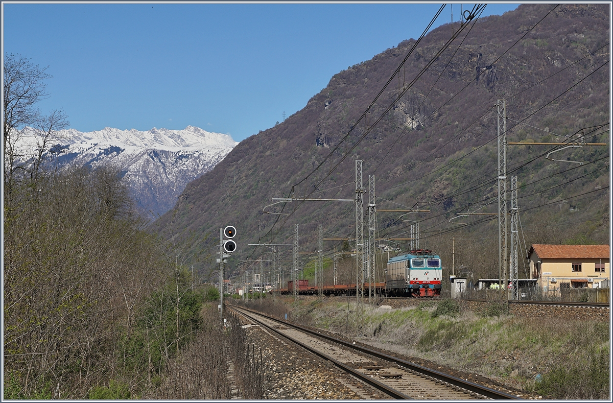 The FS Trenitalia E 652.075 wiht a Cargo train by Premosselo.