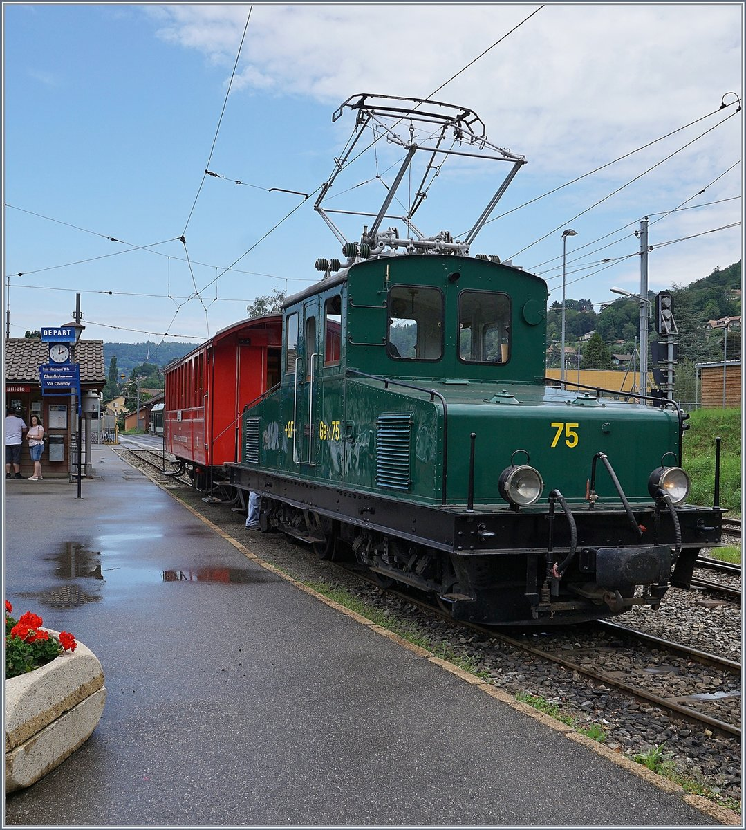 The +GF+ Ge 4/4 75 with a short train to Chamby in Blonay.