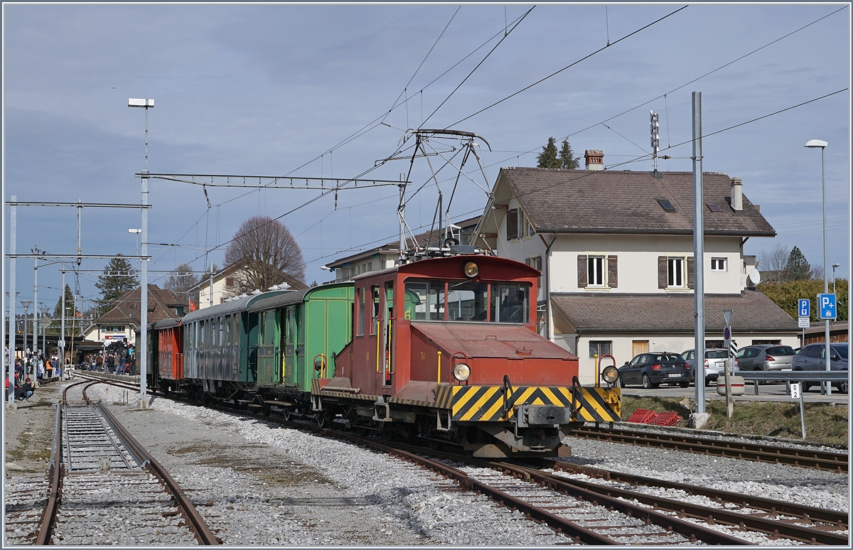The GFM Te 4/4 14 in Palézieux wiht the Blonay-Chamby Special Service train.