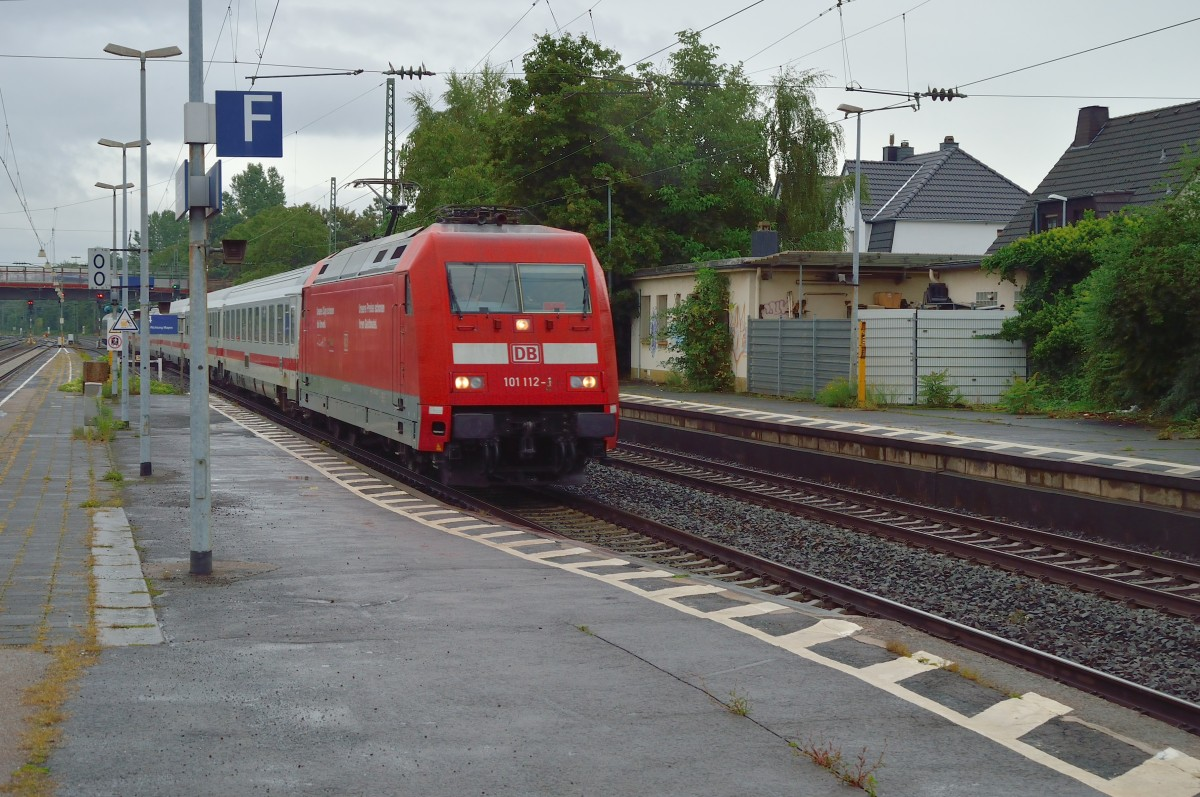 The intercity-train 113 to Norddeich Mole arrives here pulled by the 101 112-1 at Andernach station. 14th of septembre 2013