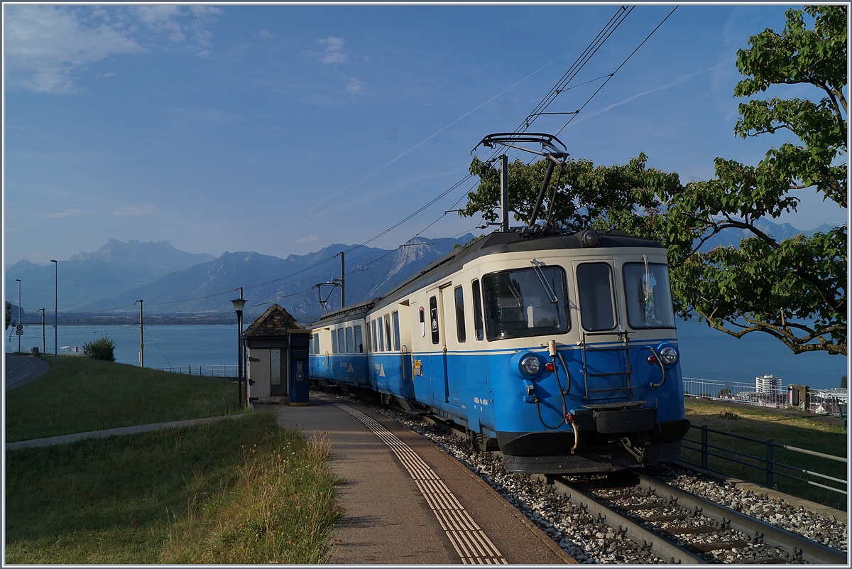 The MOB ABDe 8/8 4004 FRIBOURG from Les Avant to Montreux in Châtelard VD. 