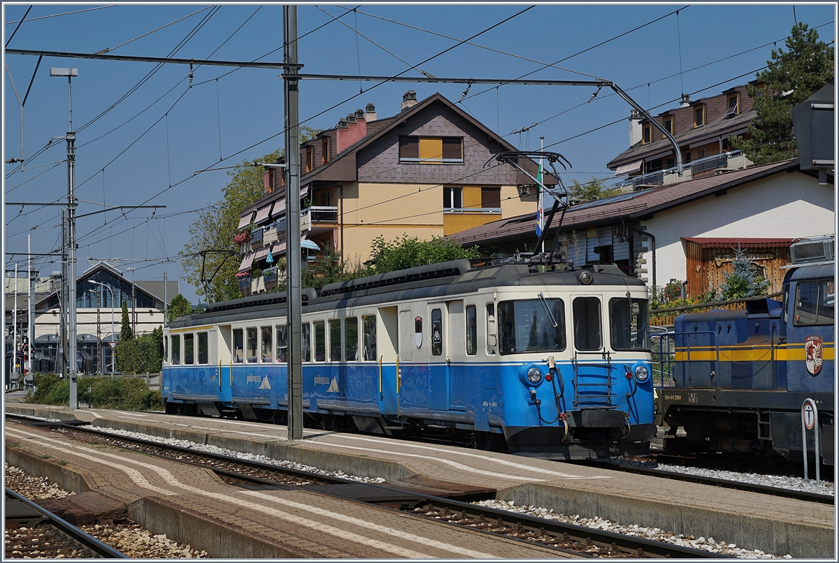 The MOB ABDe 8/8 4004 Fribourg in Chernex.