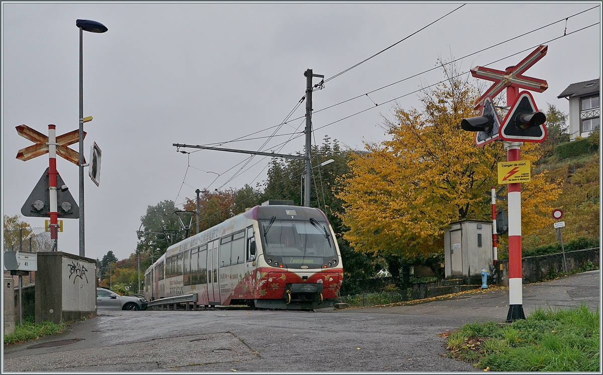 The MOB Be 5002 (Bt 242 Be f4/4 5002 and ABt 342) on the way to Zweisimmen by Planchamp. 