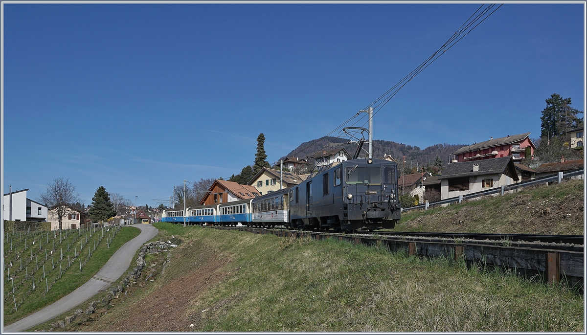 the MOB GDe 4/4 6002 wiht a sepcial service on the way Montreux by Planchamp. 