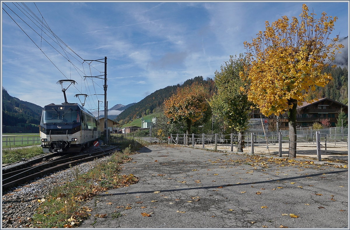 The MOB Ge 4/4 8001 wiht a Panoramic Express in Saanen.