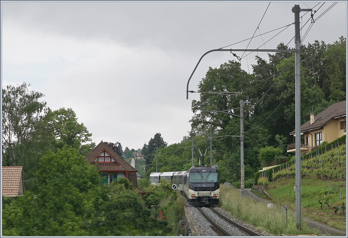 the MOB Ge 4/4 8004 with a MOB Panoramic Express on the way to Zweisimmen by Planchamp.