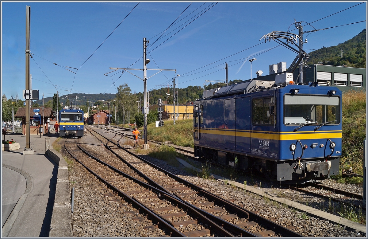 The MOB Gem 2/2 2502 and 2504 in Blonay.