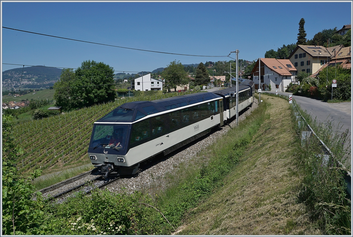 The MOB Golden Pass Panoramic PE 2125 from Zweisimmen to Montreux by Plachamp. 