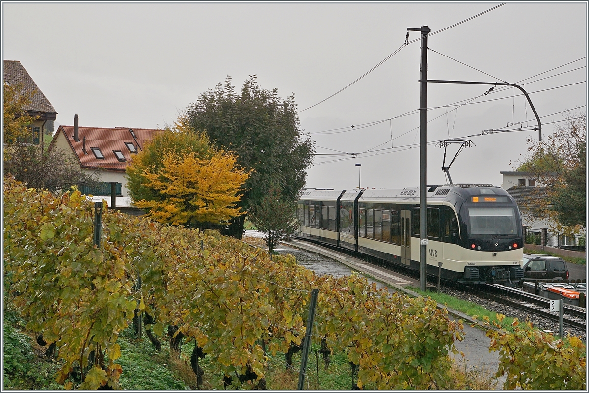 The MVR Abeh 2/6 7501 on the way from Sonzier to Montreux by his stop in Planchamp. 23.10.2020