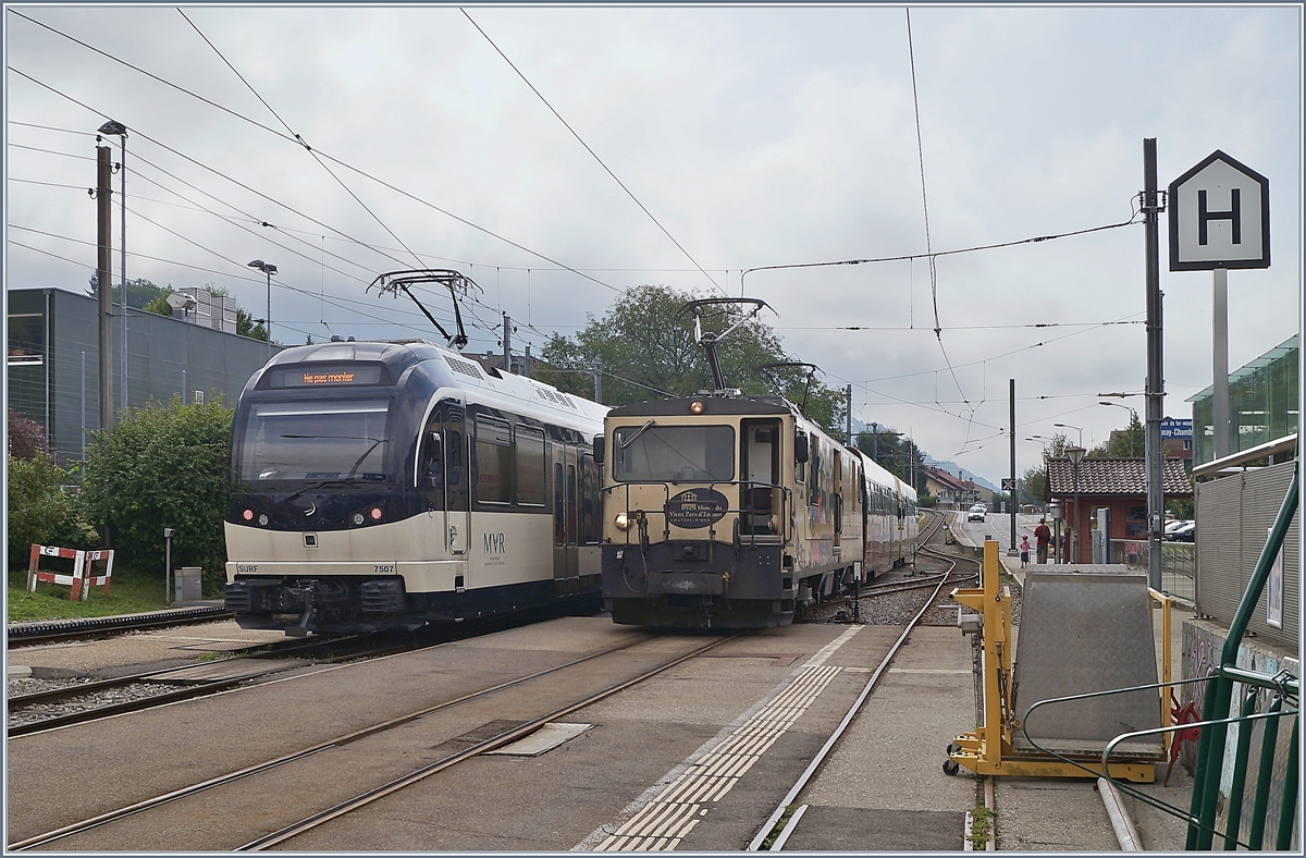 The MVR ABeh 2/6 7507 and the MOB GDe 4/4 6001 in Blonay.