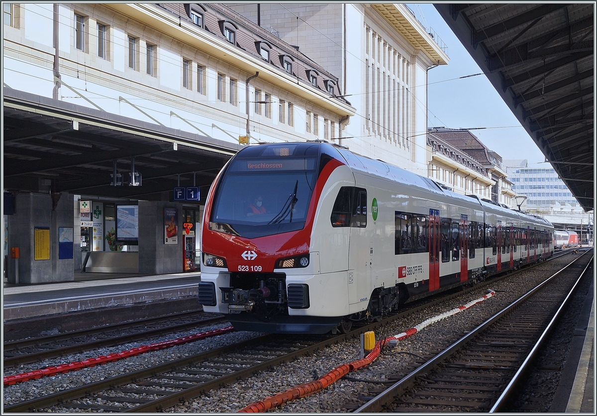 The new RER Flirt 3 RABe 523 109 on a test run in Lausanne. 