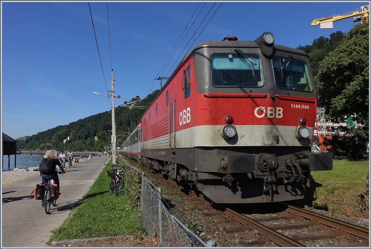 The ÖBB 1144 046 with his IC 119 from Lindau to Innbruck near Bregenz.