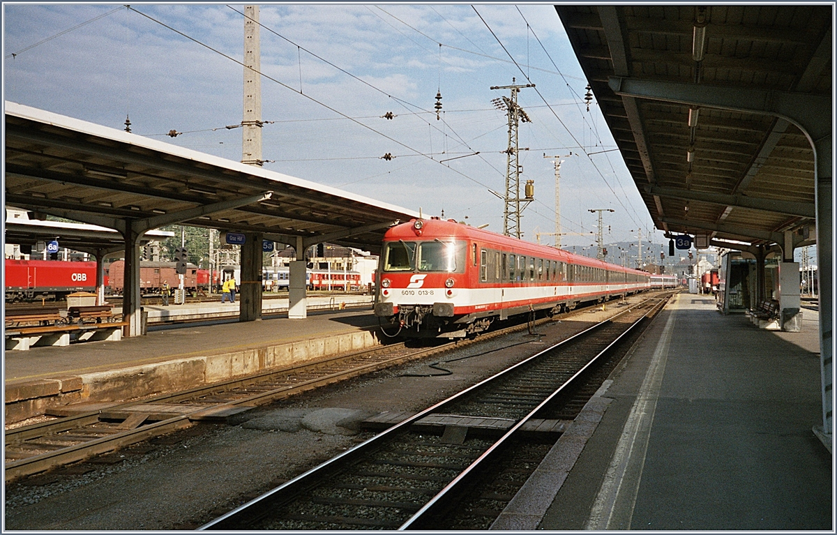 The ÖBB 6010 013-8 is arriving at Graz. 