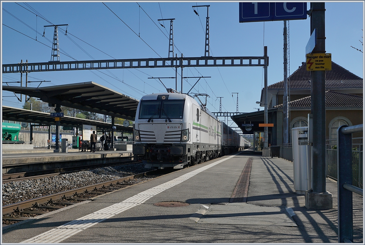 The Rail Care Rem 476 454 (UIC 91 85 4476 454-4 CH-RLC) in Morges SBB.