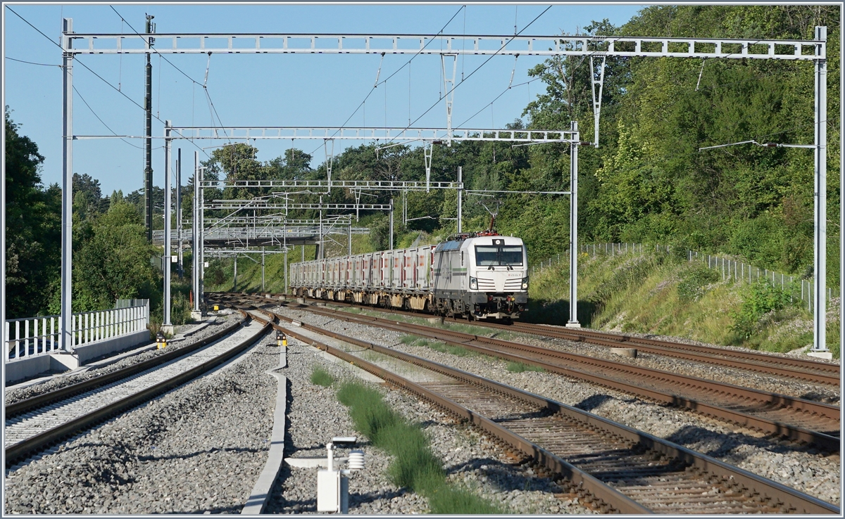 The Rail Care Rem 476 454 (UIC 91 85 4476 454-9 CH-RLC) from Geneva to Vuffelns by Mies.