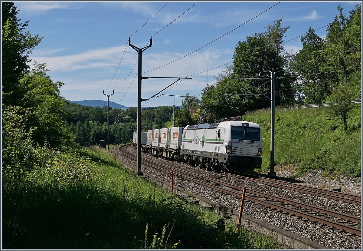 The Rail-Care Rem 476 455 with his Cargo Train on the way to Biel/Bienne by Bussigny. 