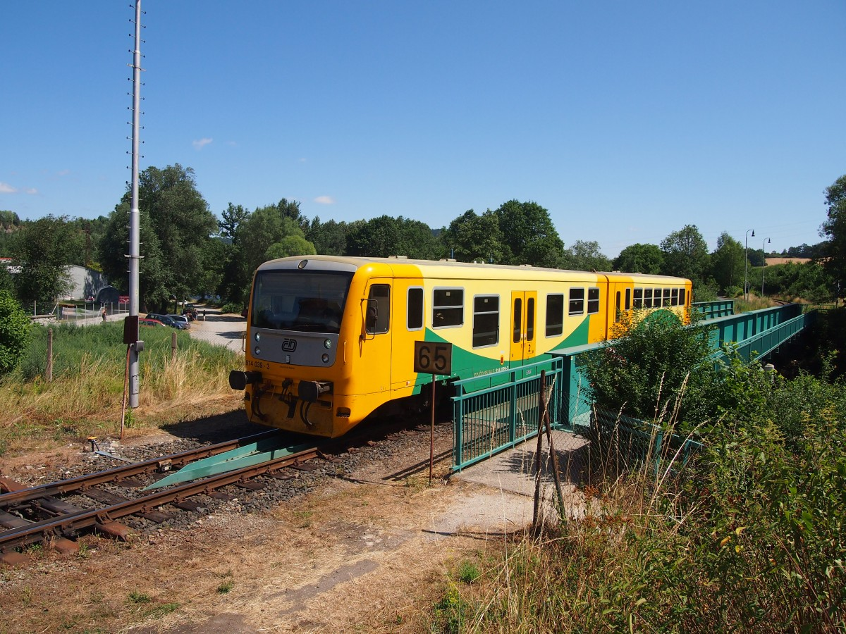 The railway bridge over the river Otava in Sušice with 914 030 on 07.26.2015