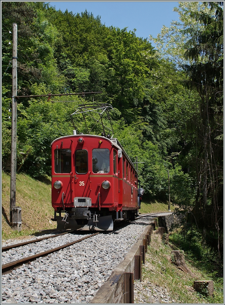 The Rh.B. ABe 4/4 N° 35 near Blonay. 