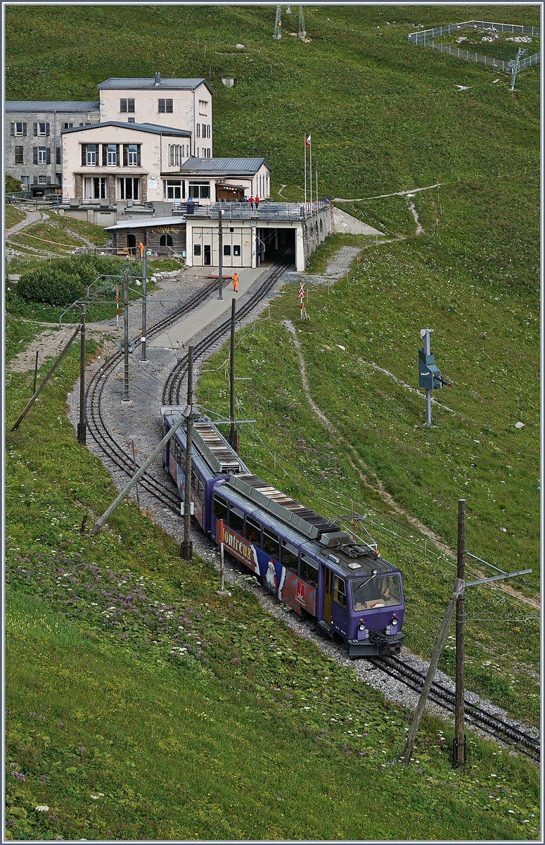 The Rochers de Naye Bhe 4/8 303 is arriving at the summit Station.