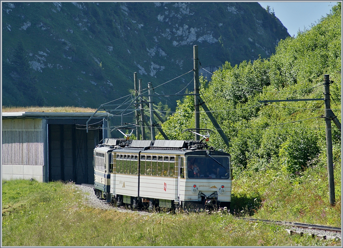 The Rochers de Naye Bhe 4/8 304 and 305 between Jaman and the summit station.