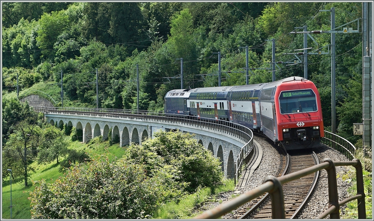 The S 9 on the way to Schaffhausen near the Neuhausen Rheinfall Station.