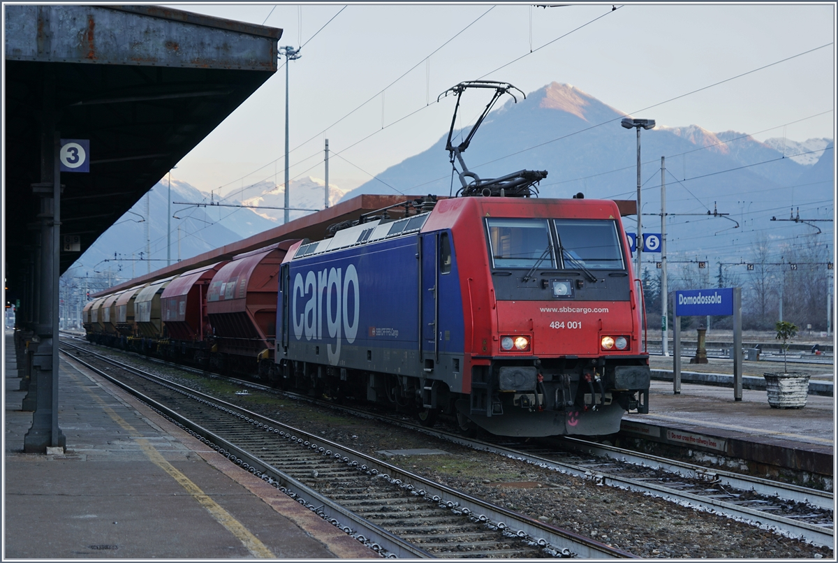 The SBB Cargo Re 484 001 in Domodossola.