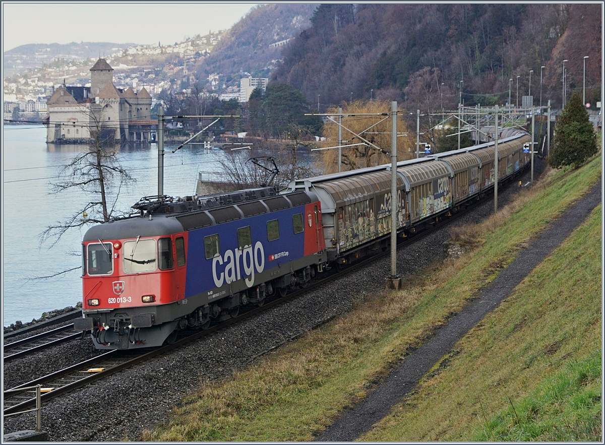 The SBB Cargo Re 620 013-3 by the Castle of Chillon.