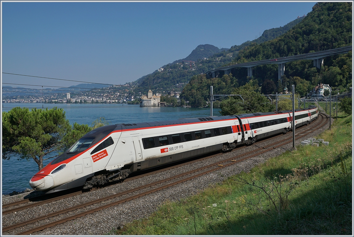 The SBB (ETR 610) RABe 93 85 2 503 020-2 CH-SBB by the Castle of Chillon.