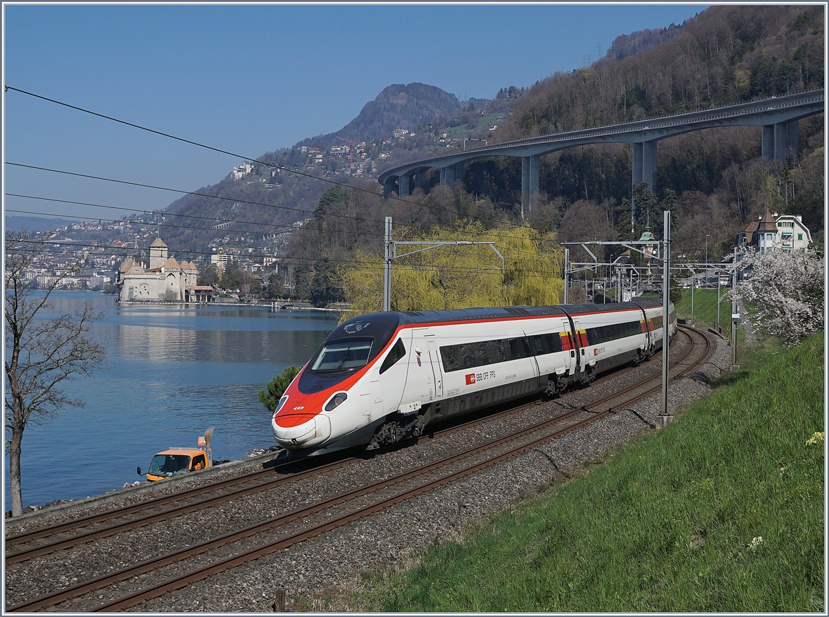 The SBB RABe 503 (ETR 610) Ticino on the way to Geneve by the Castle of Chillon.