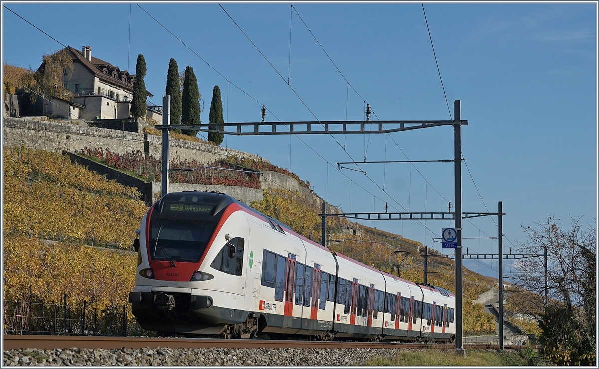 The SBB RABe 523 024 to Villeneuve by Lutry.