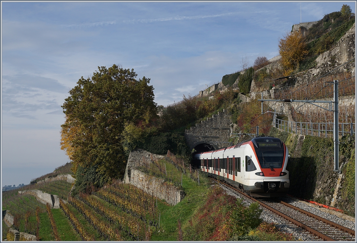 The SBB RABe 523 027 on the Vineyard Line (Ligne Train des Vignes) between Chexbres Village and Vevey.