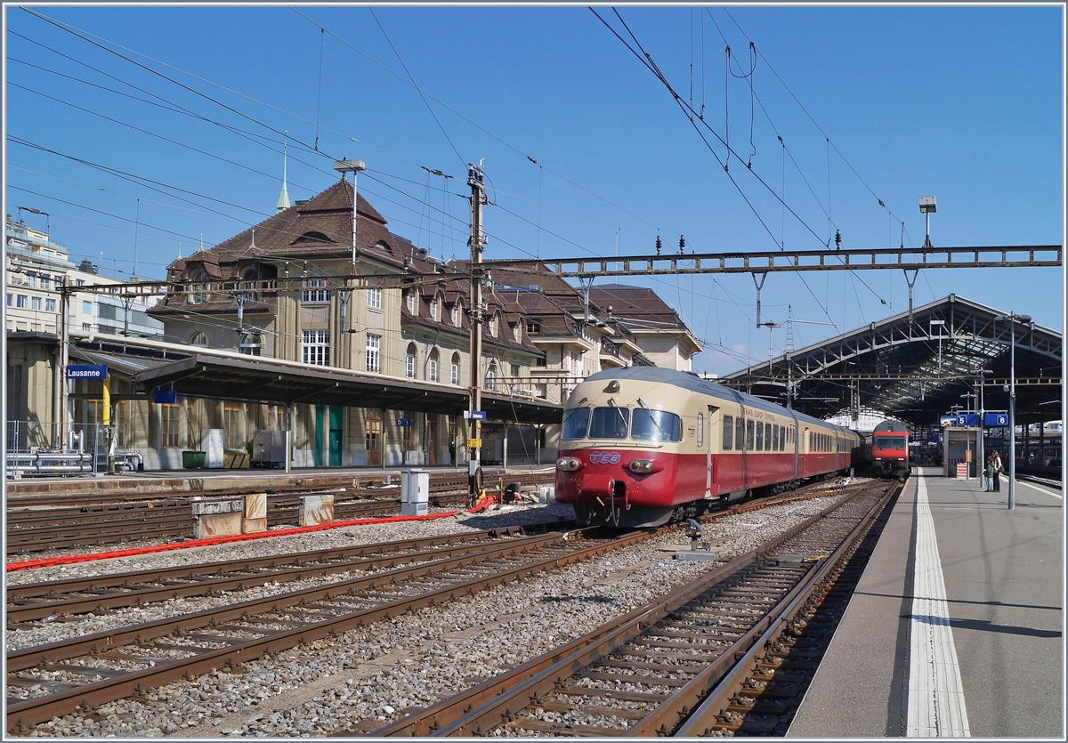 The SBB RAe TEE II 1053 in Lausanne on the way to Aarau. 