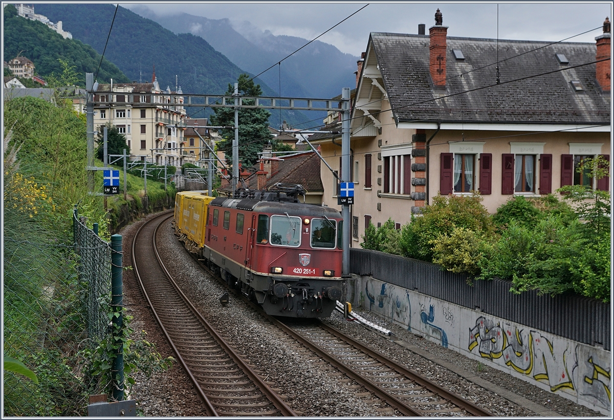 The SBB Re 420 251-1 with a Mail-Train by Montreux. 