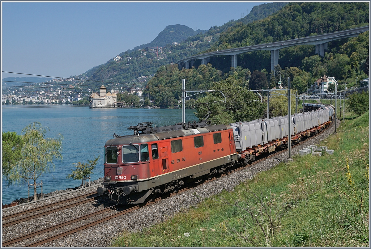 The SBB RE 420 255-2 with a Cargo train by the Castle of Chillon. 