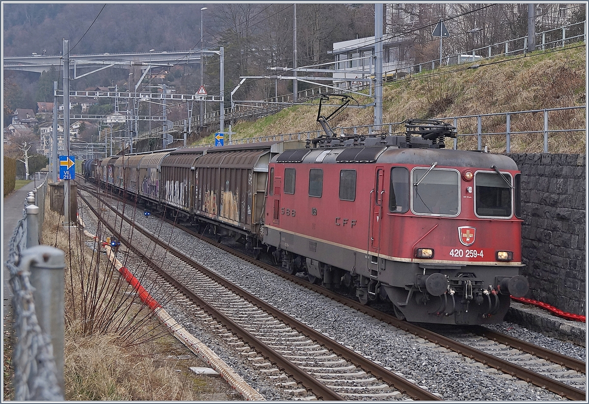 The SBB Re 420 259-4 with a Cargo Train by Villeneuve.