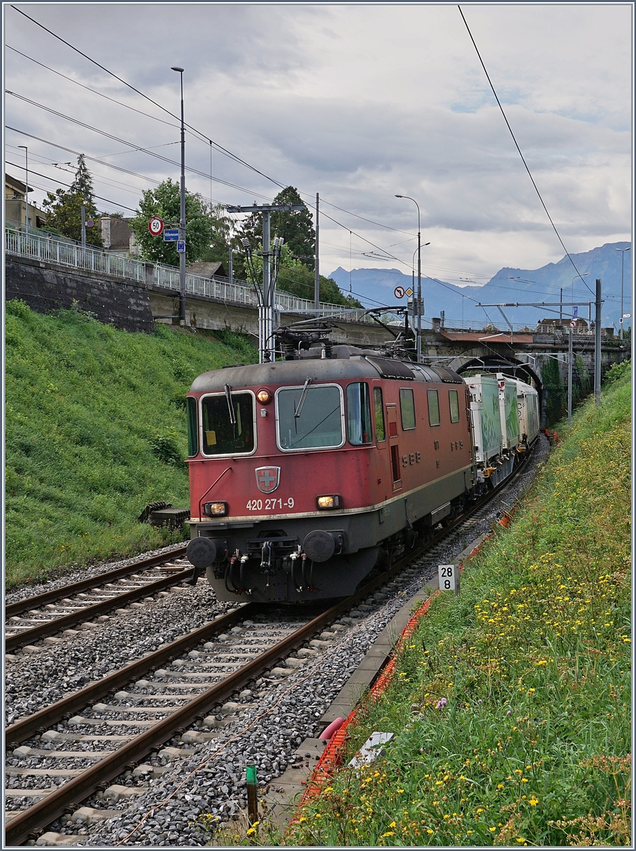 The SBB Re 420 271-9 by Villenveuve. 