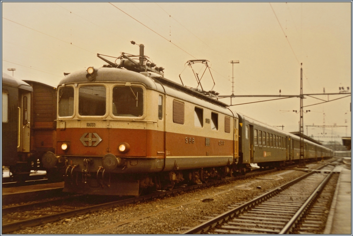The SBB Re 4/4 I 10033 in Délemont. 