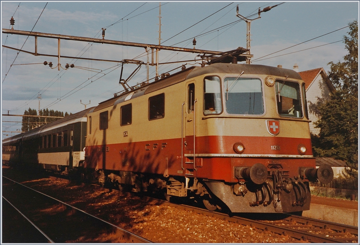 The SBB Re 4/4 II 11253 wiht the fast train service 538 by his stop in Grenchen Süd.