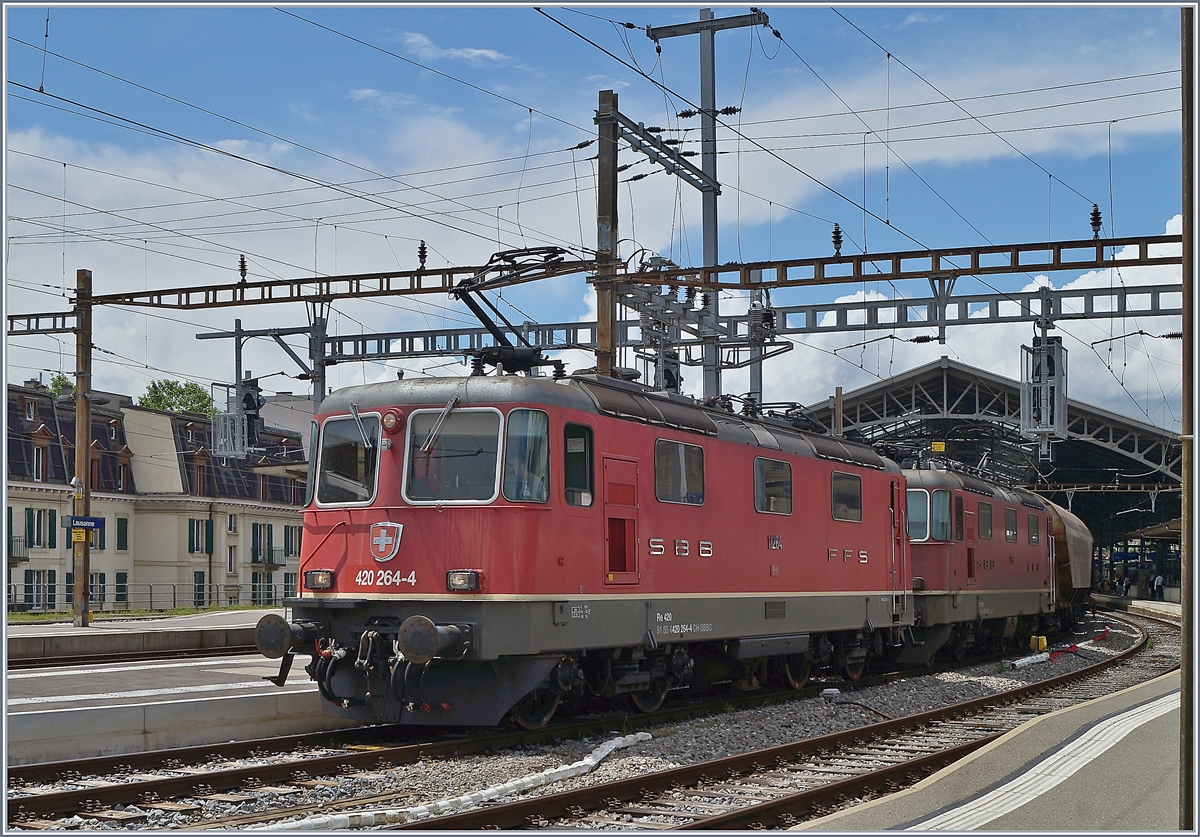 The SBB Re 4/4 II 11264 and 11296 with his Cargo train in Lausanne. 