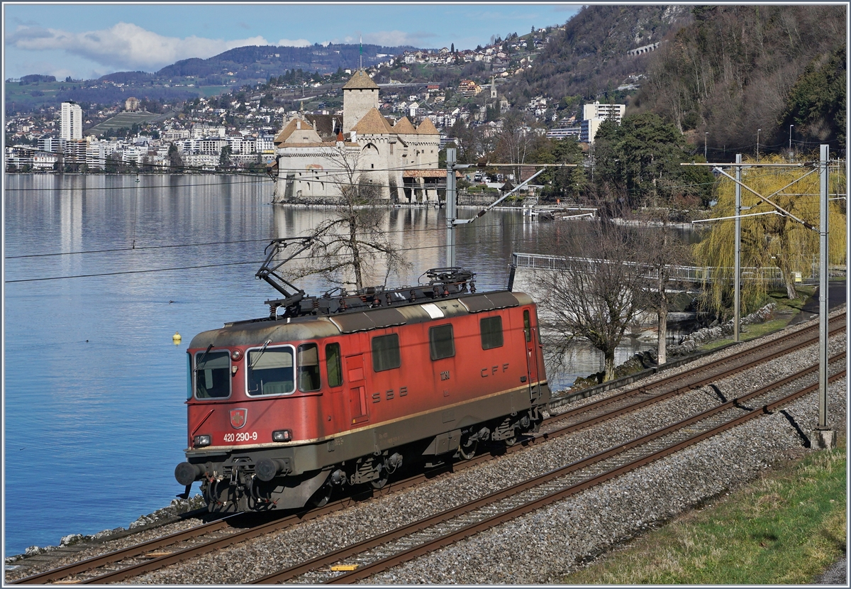 The SBB Re 4/4 II 11290 (Re 420 290-9) near the Castle of Chillon on the way to Lausanne. 