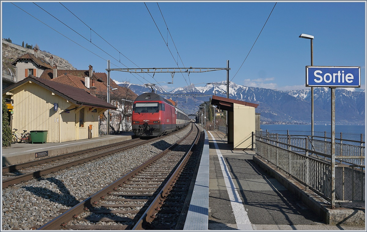 The SBB Re 460 059-9 with an IR to Brig in St Saphorin.