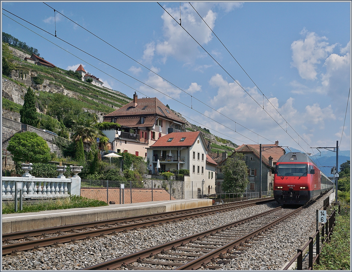 The SBB Re 460 061-5 in St-Saphorin.