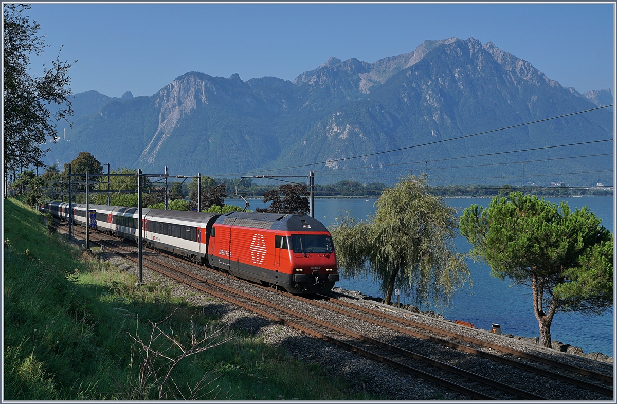 The SBB Re 460 079-7 with an IR to Geneva Airport by Villeneuve. 
