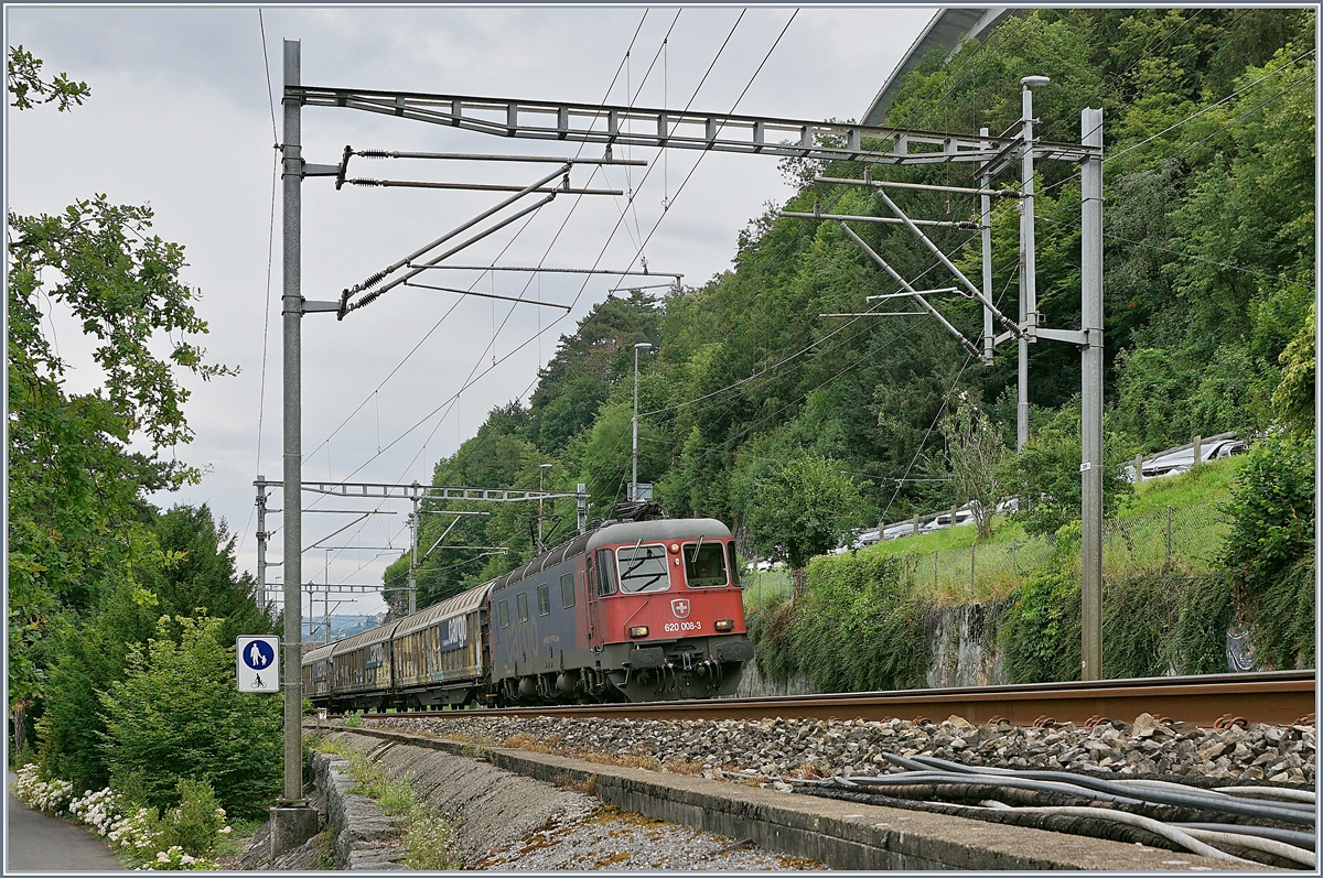 The SBB Re 6/6 11608 (Re 620 008-3)  Wetzikon  with a Cargo Train near the Castle of Chillon. 