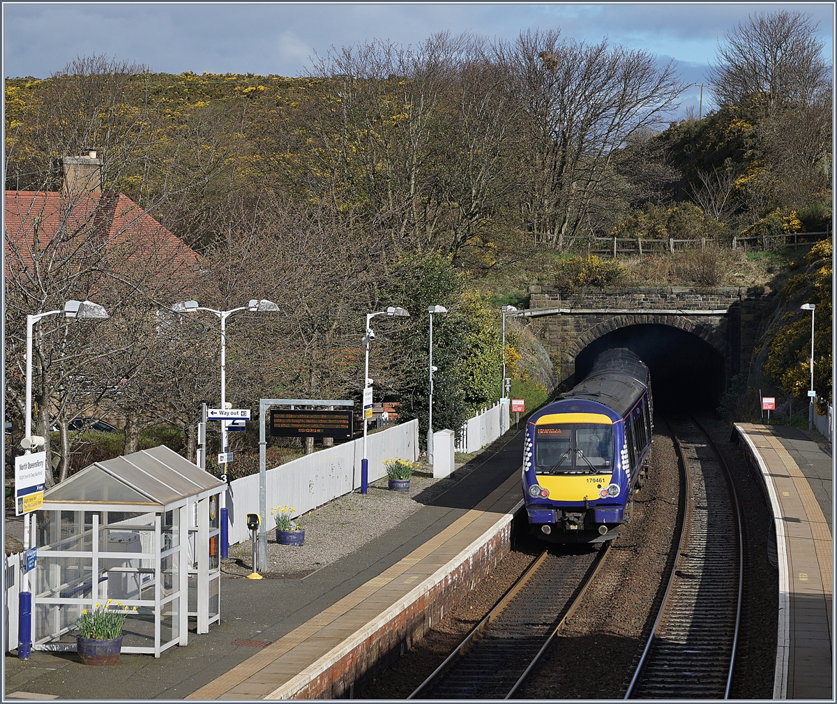The Scotrail 170461 is leafing Queensferry Nord.