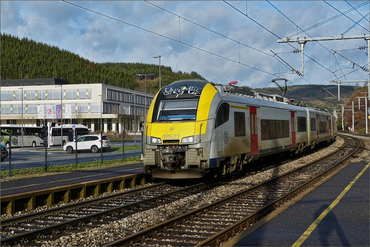 The SNCB Desiro AM08 522 is arriving in Clervaux on December 14th, 2019.